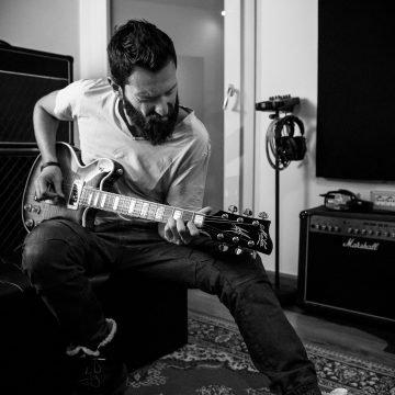Gianluca-in-studio-di-registrazione