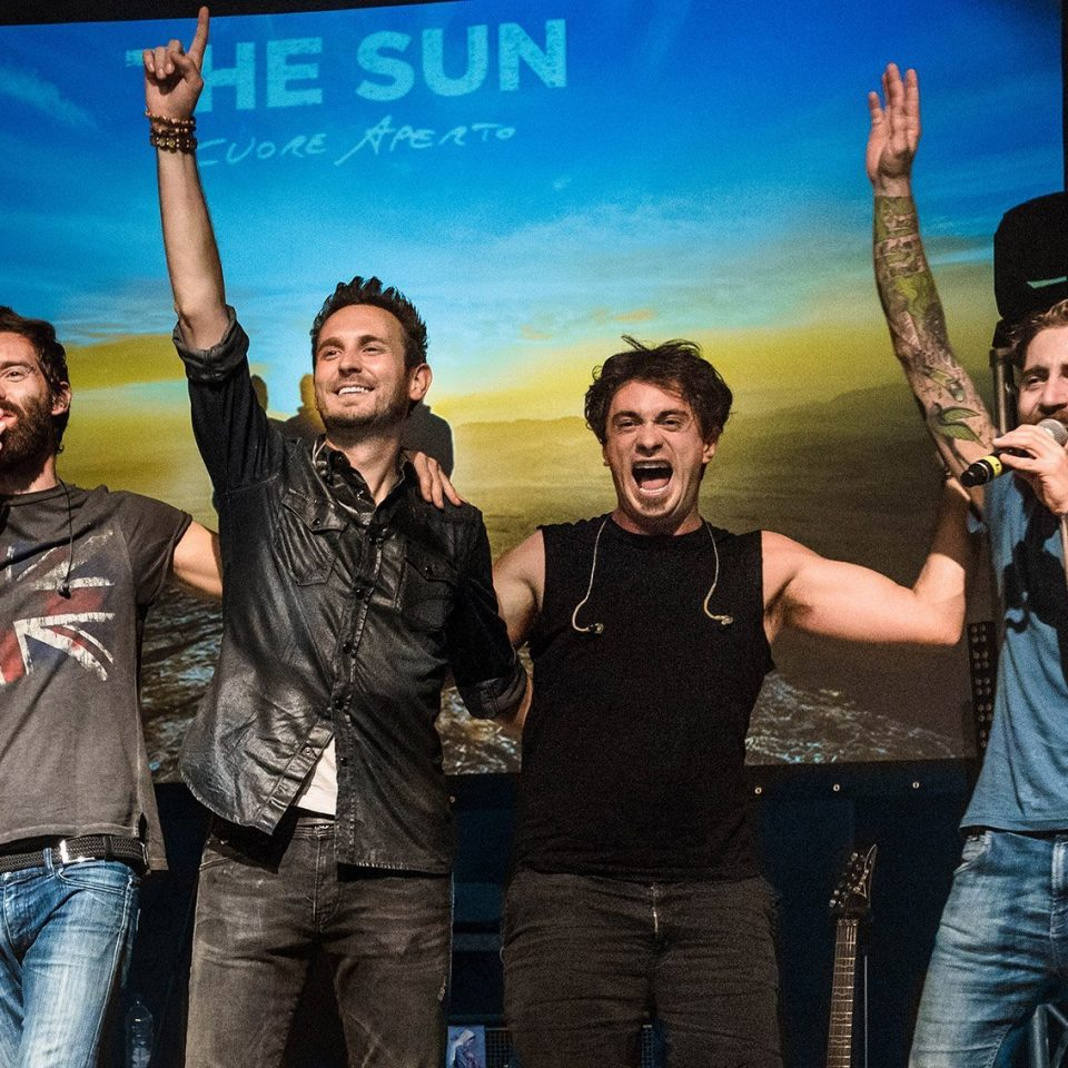 The-Sun-band-live-Francesco-Lorenzi