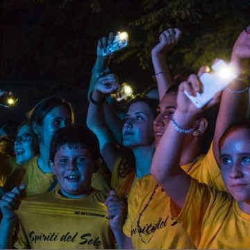 the-sun-rock-band-live-fan-action-latina
